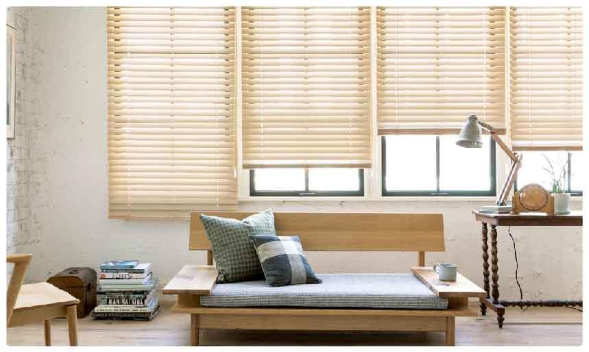 スタンダードウッド(木製)ブラインドはナチュラルな雰囲気